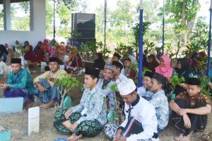 HIDMAT - Pengunjung hidmat mendengarkan ceramah dari mubaligh
